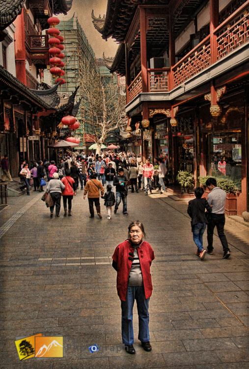 Old lady at Yuan Bazaar