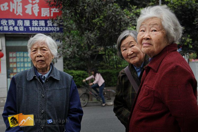 Chinese ladies talking