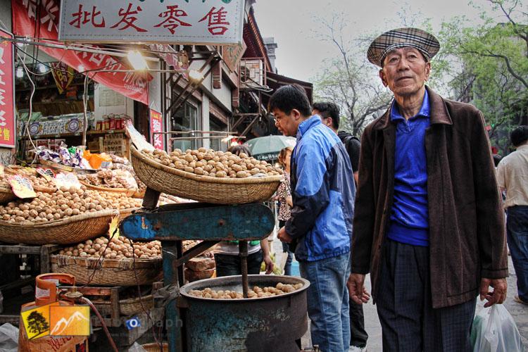 shopping in the muslim market of Xian