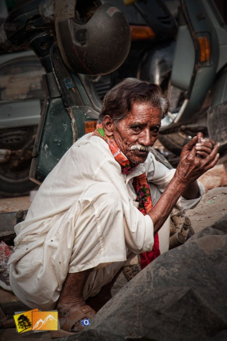 old man on the streets of Delhi